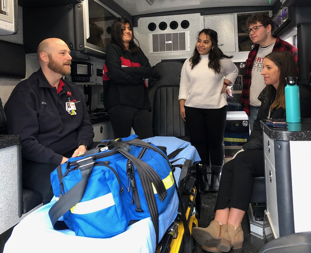 U of I students see how Carle helps young patients on the move